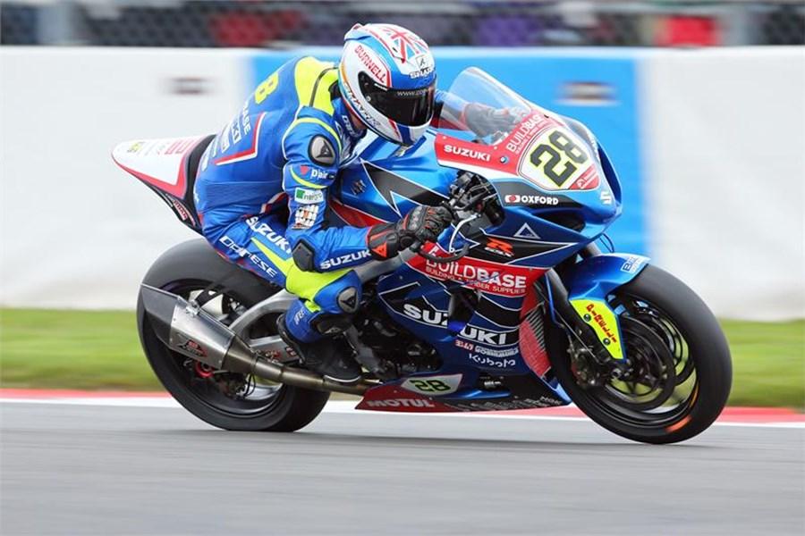 La GSX-R 1000 del team Buildbase Suzuki con cui Bradley Ray sta stupendo nel British Superbike