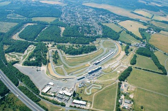 Lo spettacolare circuito di Brands Hatch visto dall'alto.